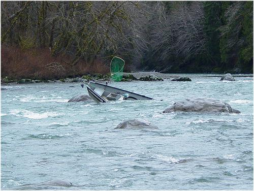 Hoh river claims another boat edit pix from bob 2003 for Hoh river fishing