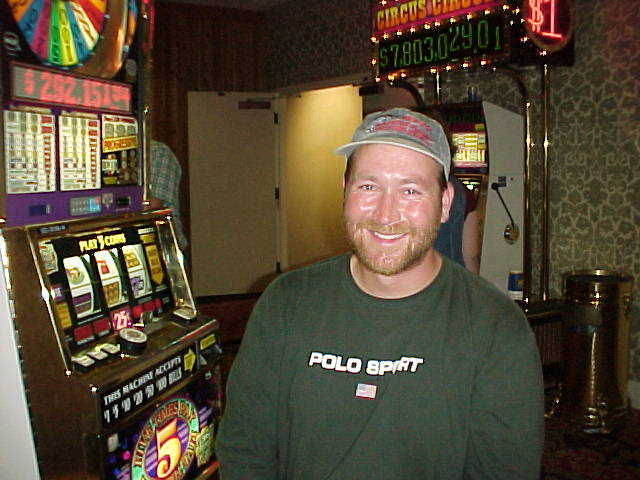 Bob tries to win back Fishgal's moola she left in this machine in Reno!