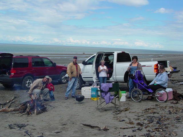 A post-razor clamming picnic on the beach.